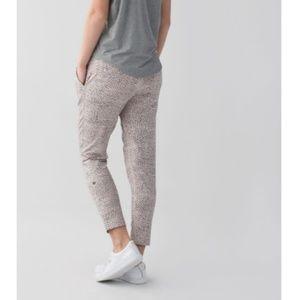 Lululemon Jet Crop Slim Pants Dottie Dash Grain